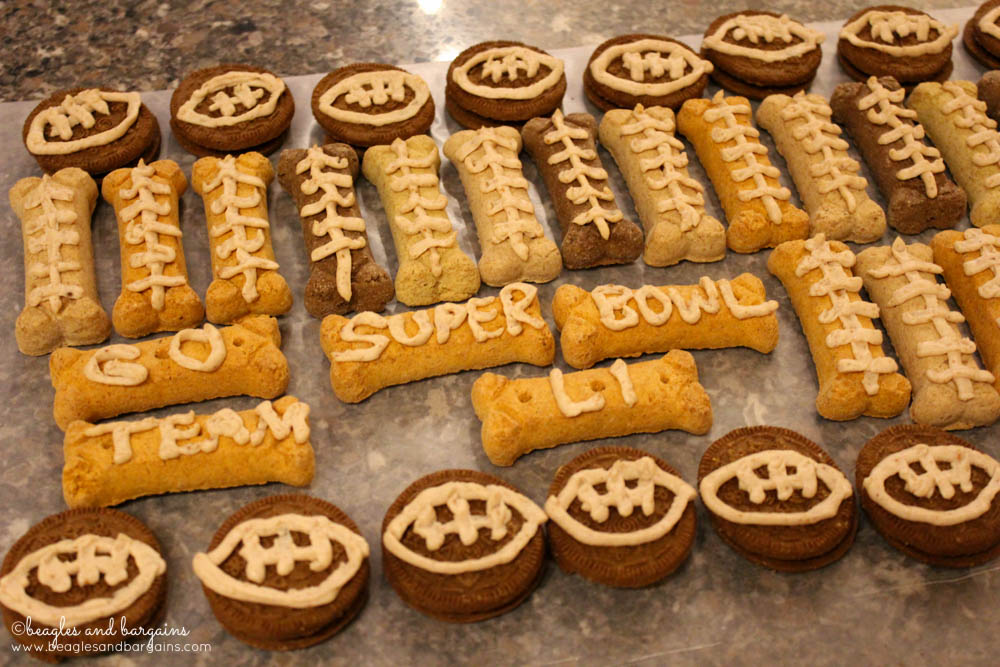 Decorate basic store bought dog biscuits with festive Super Bowl peanut butter frosting.