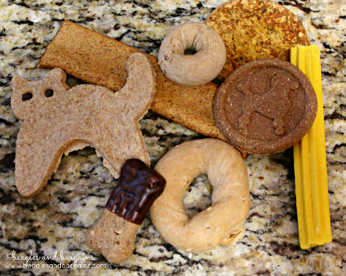 Three Dog Bakery's GRRrand Assort-mutt tray comes with a variety of fun treats.