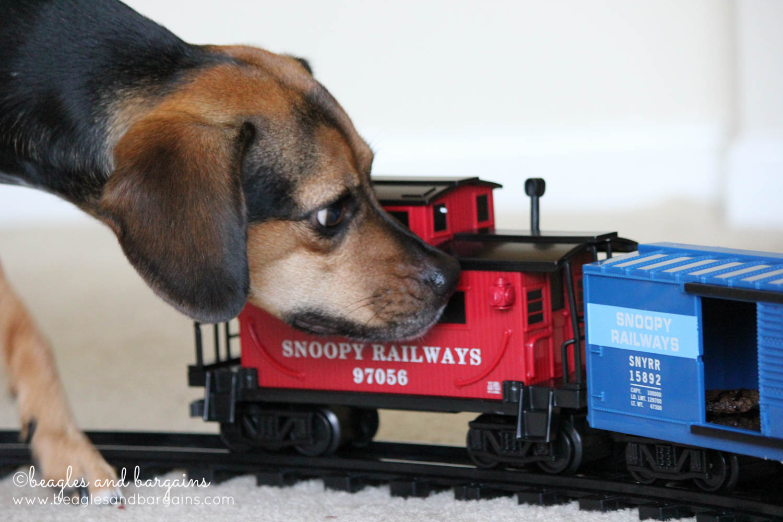 Dogzilla attacks Snoopyville!